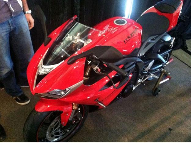 News motor bike 2013: New photographs of Triumph Daytona 675