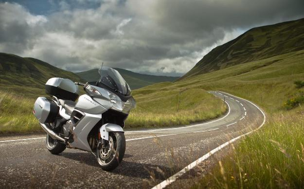 My17 Triumph Trophy Se Abs Adventure Touring Review