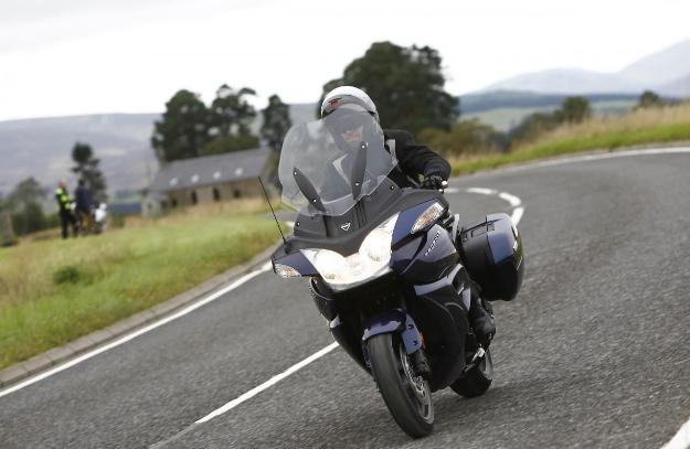 Two versions for Triumph Trophy 1200: standard and SE
