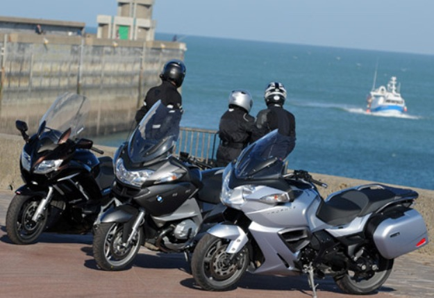 Comparative motor bikes BMW R1200RT vs Triumph Trophy 1200 SE vs Yamaha FJR 1300 a: the match of the GT 2013!