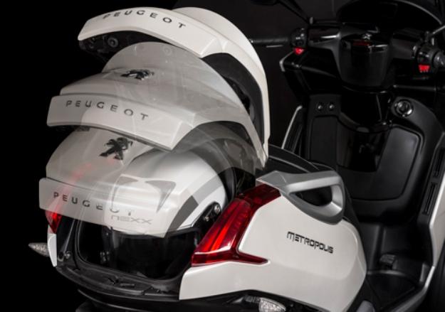Peugeot reveals the scooter three wheels Metropolis 400i 2013