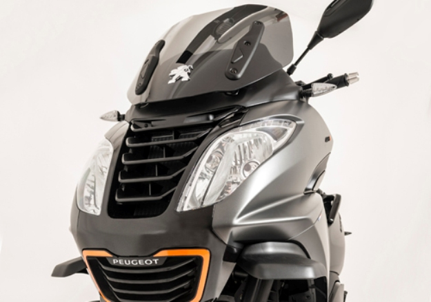 Three-wheeled Peugeot Metropolis 400i RS: Sporty and sobriety