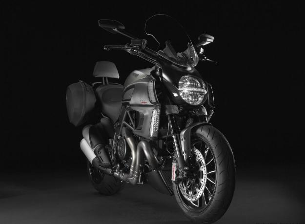 News motor bike 2013 with the EICMA: Ducati Diavel Strada, power cruiser with the long course