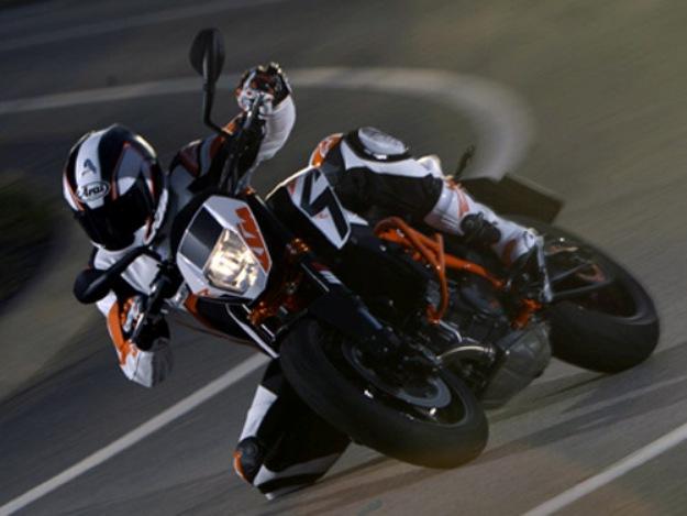 News motor bike 2013 with the EICMA: KTM Duke 690 R, a zest of orange moreover