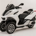 Peugeot reveals the scooter three wheels Metropolis 400i 2013