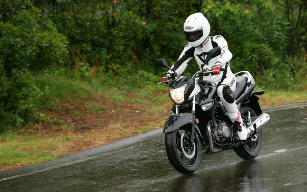 Test Suzuki GW250 Inazuma: The Baby-King arrives!