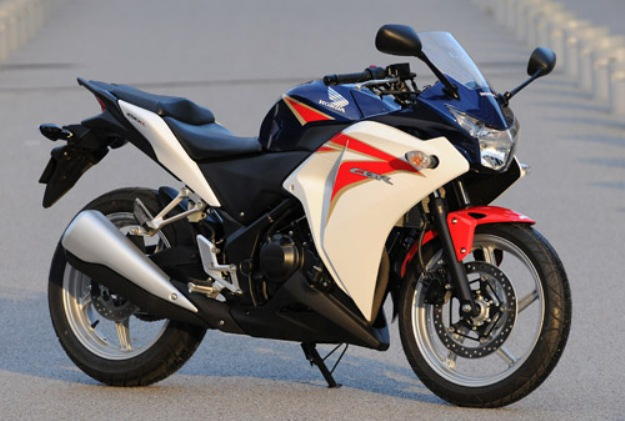 Comparative motorcycles Honda CBR250R vs Kawasaki Ninja 300 vs Suzuki Inazuma 250: Three true motorcycles for the A2 licenses