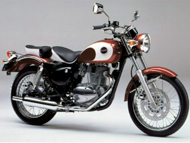 Maxitest moto, your opinions: Kawasaki 250 Estrella, retro at the city as in the countryside
