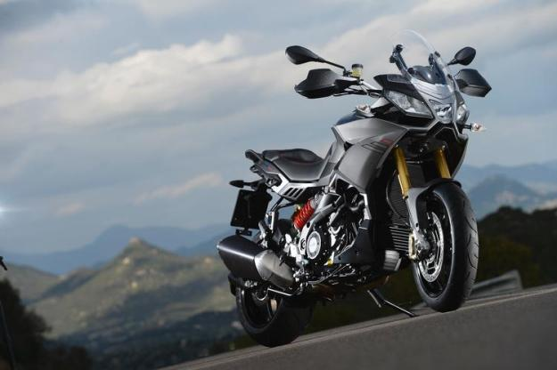 We return very right from the presentation of Aprilia Caponord 1200 Travels Pack, the whole new maximum trail conceived on the basis of very muscular Aprilia Dorsoduro 1200 1.2.