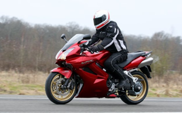 BMW F800GT Vs Honda VFR800: particular species