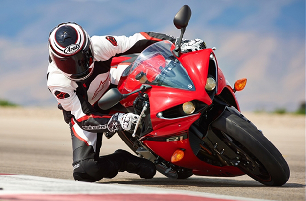 2014 Yamaha YZF-R1 First Look Review, Specs - Bikes Catalog