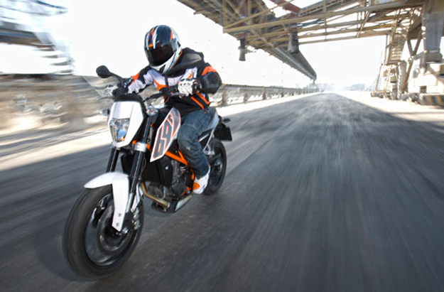2014 ktm 690 duke price and specs bikes catalog. Black Bedroom Furniture Sets. Home Design Ideas