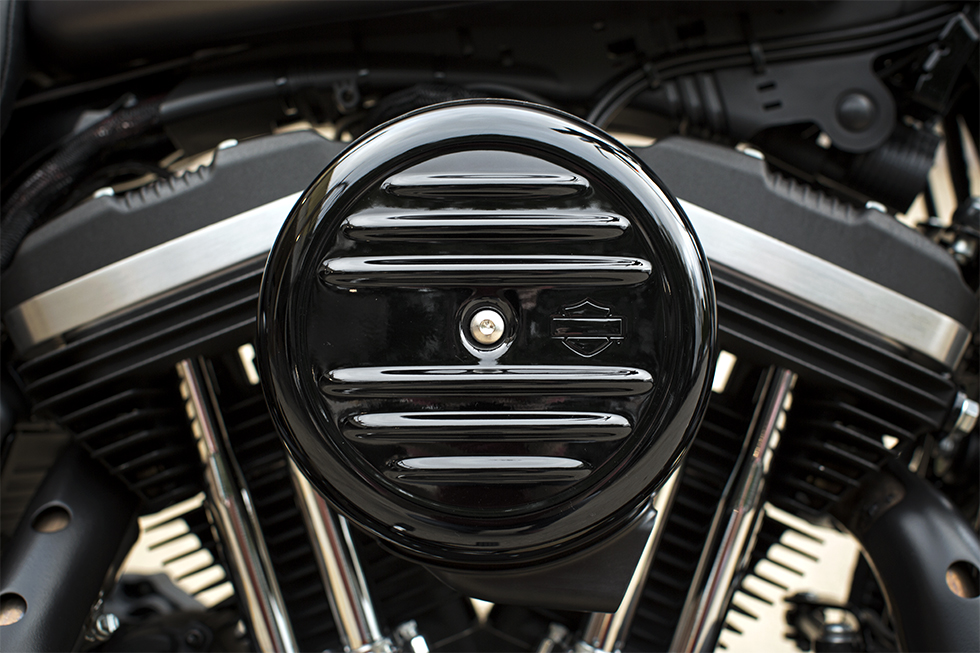 2016 Harley Davidson Iron 883 engine view