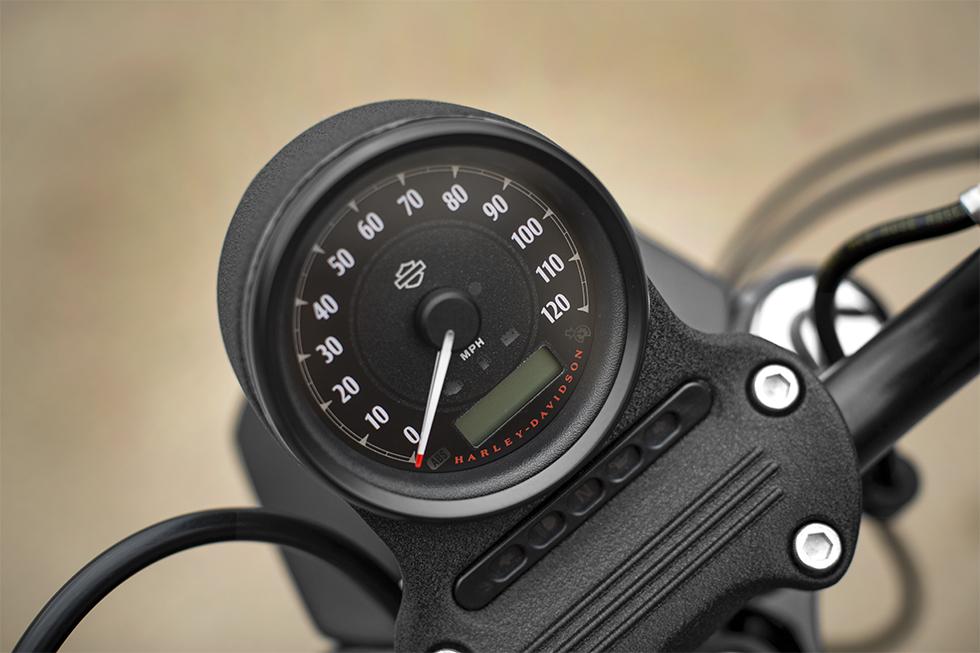 2016 Harley Davidson Iron 883 meter view