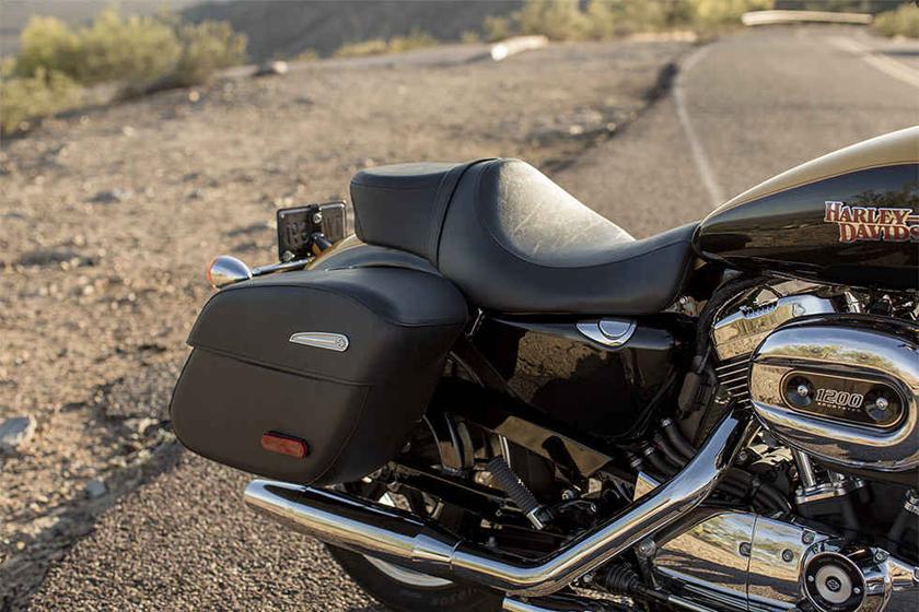 2017 Sportster SuperLow 1200T Harley Davidson seat