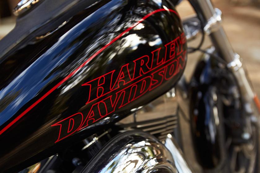 Harley Davidson 2017 Dyna Low Rider tank