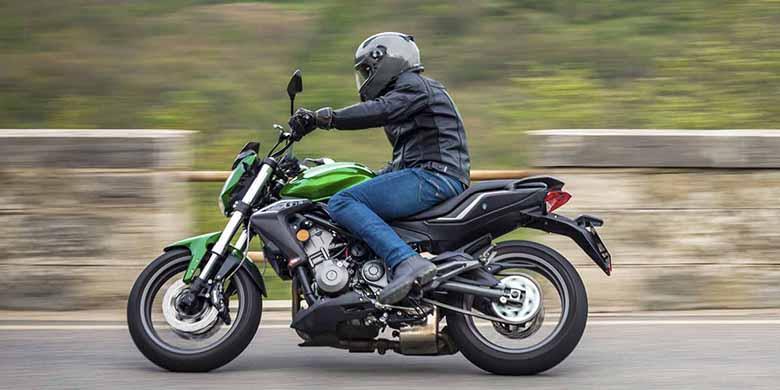 Benelli BN 302 Naked Bike