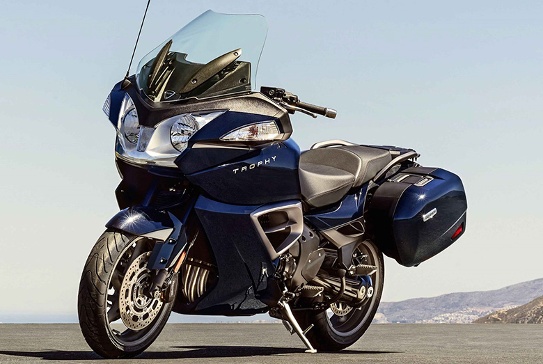 my17 triumph trophy se abs adventure touring review - bikes catalog