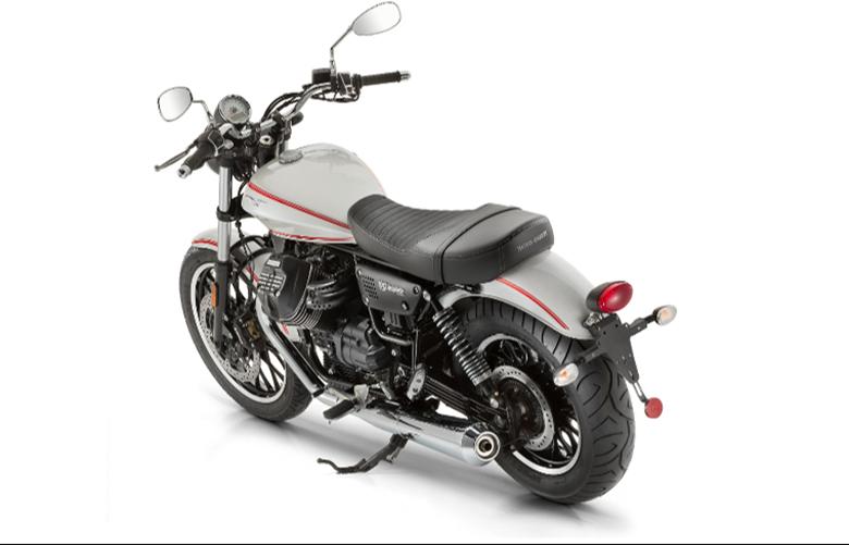 2017 moto guzzi v9 roamer custom motorcycle review. Black Bedroom Furniture Sets. Home Design Ideas