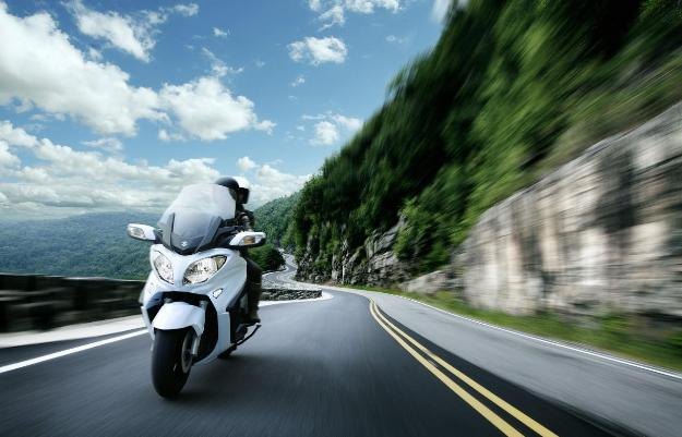 Suzuki Burgman 650 2013: The maxi scooter GT bestseller is modernized
