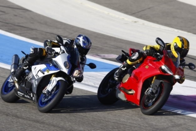 BMW S1000RR and Ducati Panigale S on track