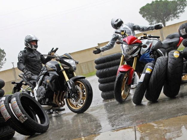 Comparative guide of the tires motorcycle sport GT: How we tested 6 references on wet