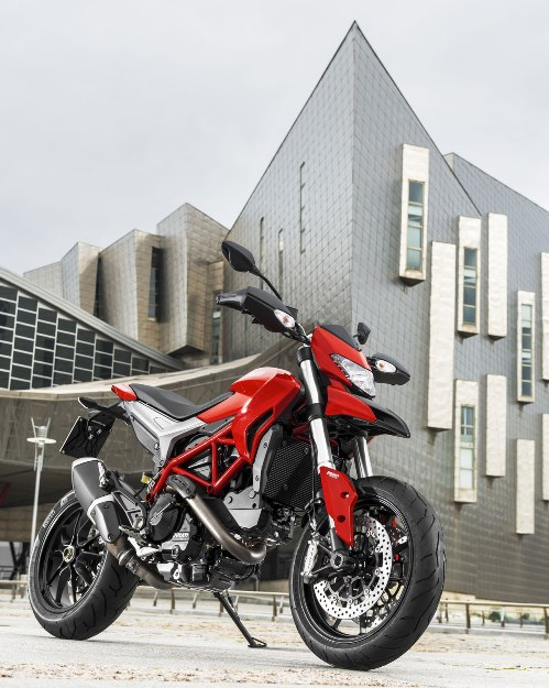 Test Ducati Hypermotard SP 2013: Liquid engine, soaked character