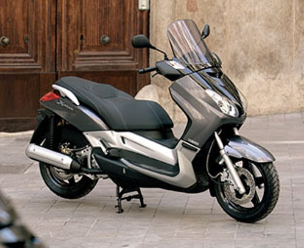 Yamaha X-max 400 (YP400R): The missing link