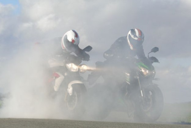 Kawasaki Z800 Vs Triumph Street Triples R: road-stars of 2013!