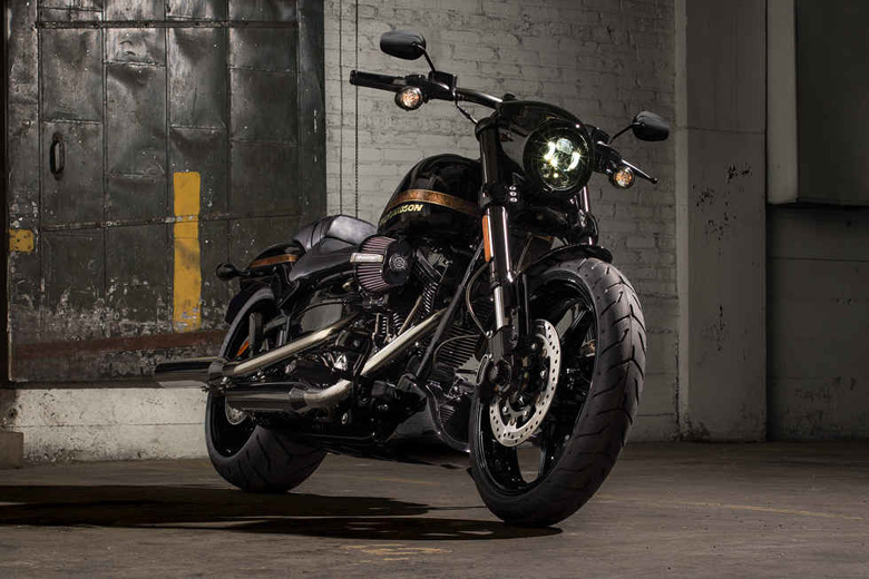 Review of Harley Davidson 2017 CVO Pro Street Breakout