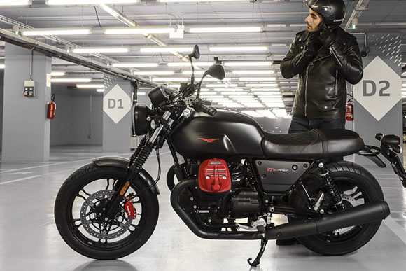 2018 Moto Guzzi V7 III Carbon Classic Motorcycle
