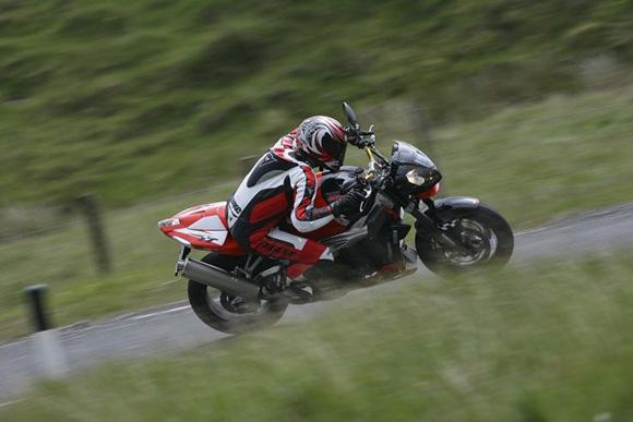 KTM Super Duke vs Aprilia Tuono R