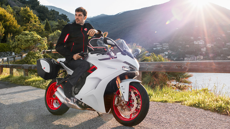 2018 Ducati SuperSport / SuperSport S Sports Bike