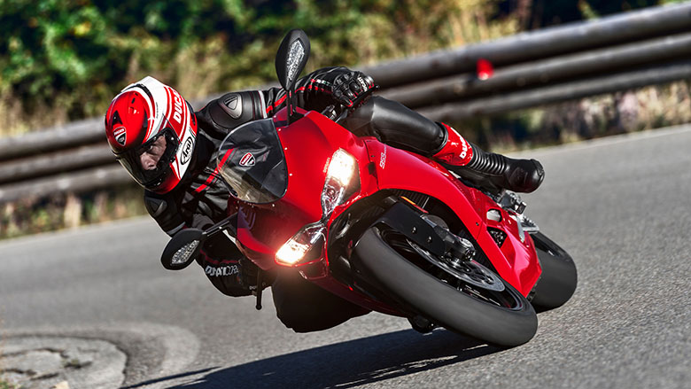 Ducati 2018 959 Panigale / 959 Panigale Corse Sports Bike Review