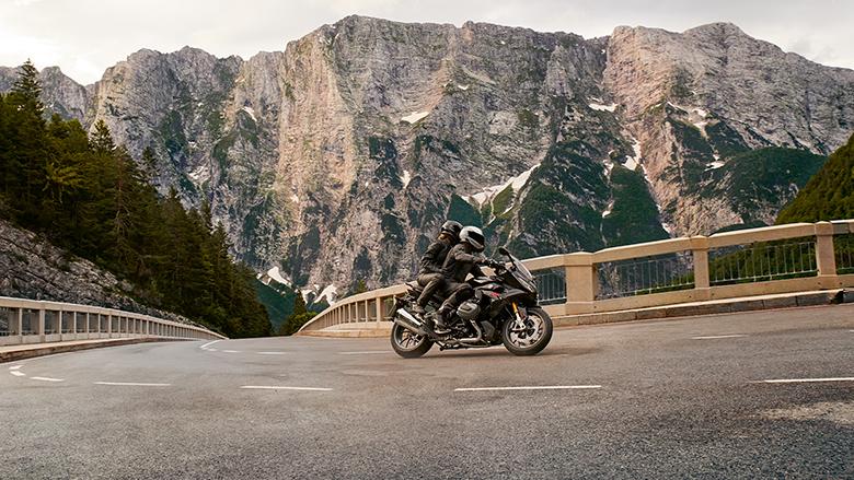 BMW 2019 R 1250 RS Powerful Sports Bike Specs
