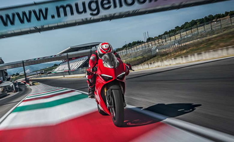 Ducati 2018 Panigale V4S Sports Bike