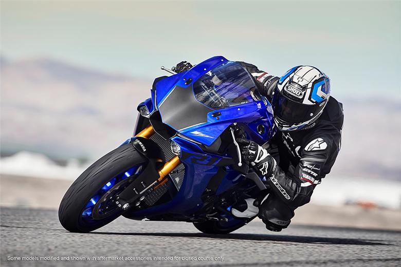 2018 YZF-R1 Yamaha Powerful Heavy Bike
