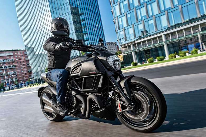 2018 Ducati Diavel Carbon Naked Bike