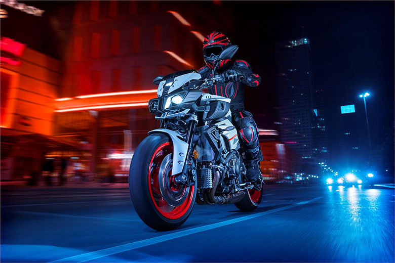 MT-10 Yamaha 2019 Powerful Hyper Naked Bike - Review Specs